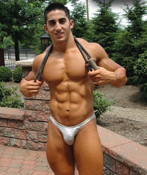 Мускулистых парней в стрингах гей фото